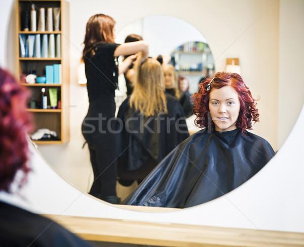 Kuaför gülümseme sandalye ayna genç Stok fotoğraf © gemenacom
