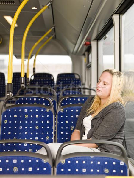 Slapen bus jonge vrouw venster stoel eenzaam Stockfoto © gemenacom