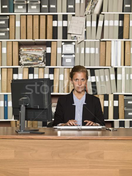 üzletasszony komoly tiszta iroda üzlet lány Stock fotó © gemenacom