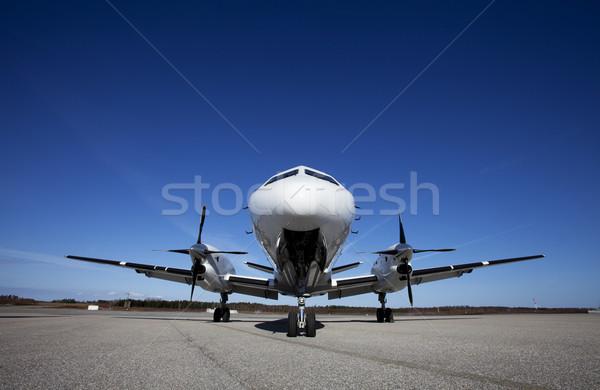 самолет землю Blue Sky путешествия аэропорту белый Сток-фото © gemenacom