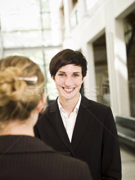 женщину камеры Постоянный современное здание бизнеса Сток-фото © gemenacom