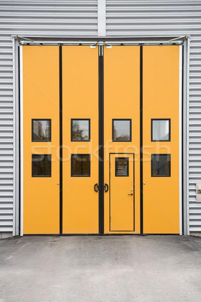 Laranja garagem porta armazém edifício metal Foto stock © gemenacom