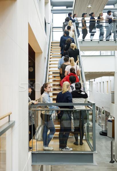 Mensen wachten lijn familie menigte Stockfoto © gemenacom