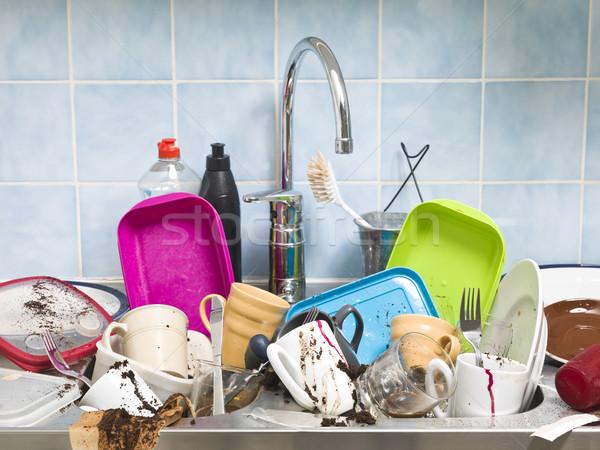 Rendetlen konyha kellékek szükség mos tányér Stock fotó © gemenacom