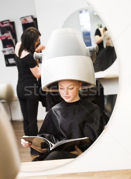 Lány szépségszalon fiatal lány vár mosoly szék Stock fotó © gemenacom