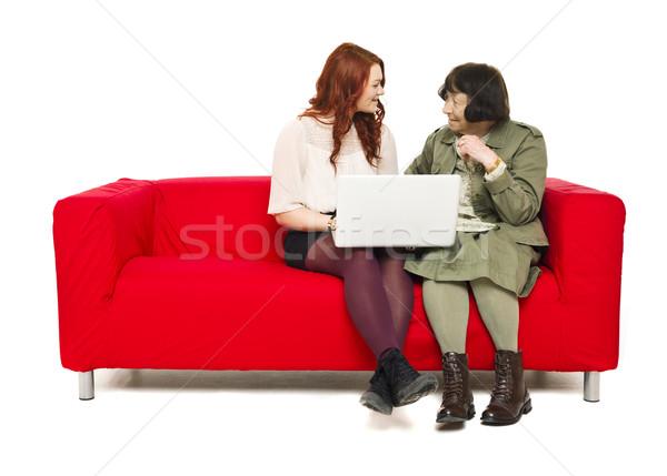 Dwa pokolenia babcia wnuczka sofa komputera Zdjęcia stock © gemenacom