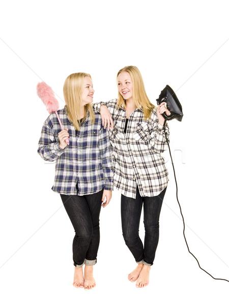Jonge twee vrouwen huishoudelijk werk uitrusting vrouwen schoonmaken Stockfoto © gemenacom