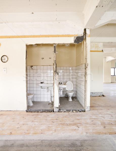 Bâtiment salle de bain brisé saleté démolition Photo stock © gemenacom