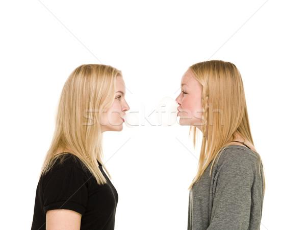 Meisjes bubbels twee bubble gom Stockfoto © gemenacom