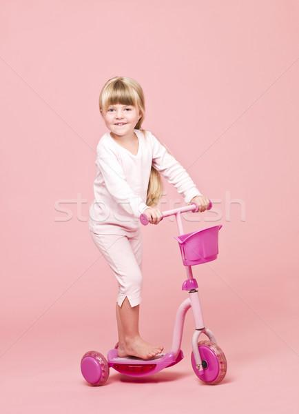 Jong meisje roze kind vrouwelijke veiligheid Stockfoto © gemenacom