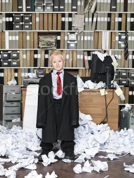 Túlméretezett ruházat fiatal üzletember visel rendetlen Stock fotó © gemenacom