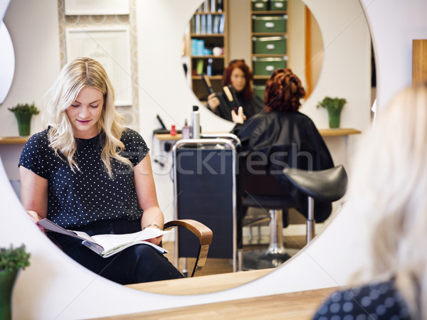 Parrucchiere situazione sorriso sedia specchio adolescente Foto d'archivio © gemenacom