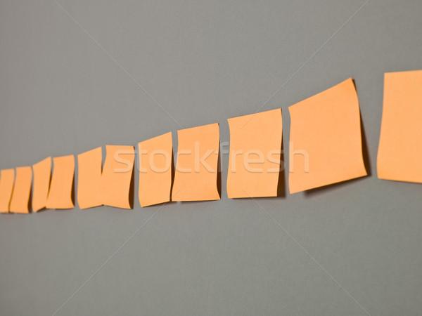 Przyczepny zauważa pomarańczowy rząd komunikacji billboard Zdjęcia stock © gemenacom