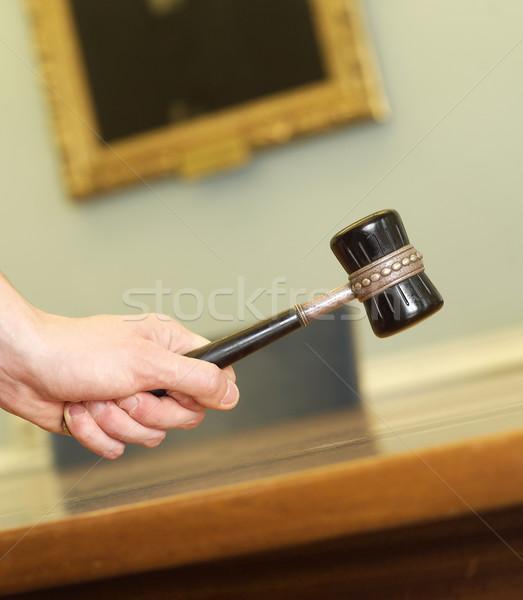 Juicio mano mesa habitación delincuencia Foto stock © gemenacom