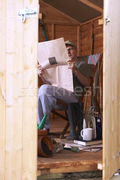 Homme lecture jardin séance chaise longue Photo stock © gemphoto