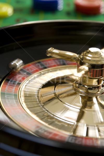 Roulette argent balle rouge roue jeu Photo stock © gemphoto