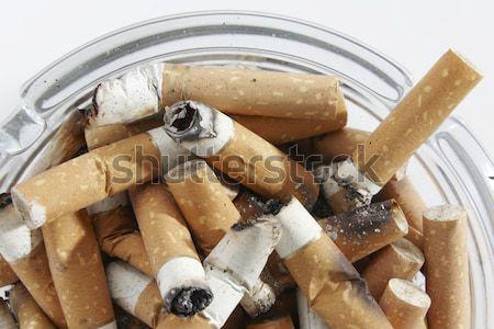 Papierosów widoku szkła popielniczka pełny zdrowia Zdjęcia stock © gemphoto