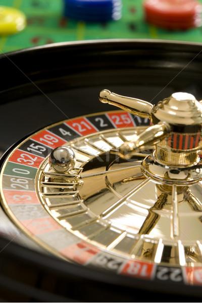 Roulette balle argent rouge roue jeu Photo stock © gemphoto