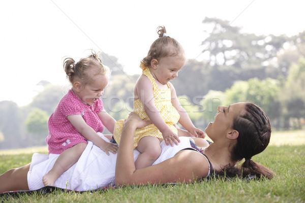 Mère jouer parc été fille heureux Photo stock © gemphoto