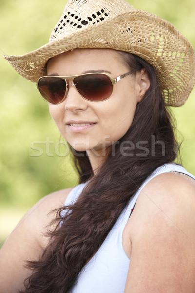 Fille chapeau lunettes de soleil jeune femme séance Photo stock © gemphoto
