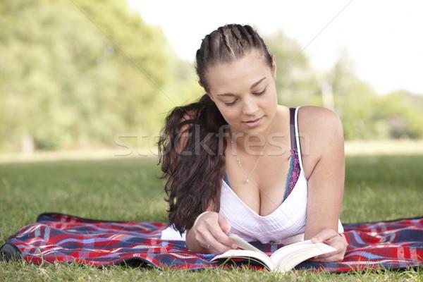 Kız okuma kitap genç çekici kız piknik Stok fotoğraf © gemphoto
