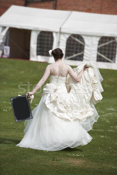 Mariée bord joli robe de mariée marche loin Photo stock © gemphoto