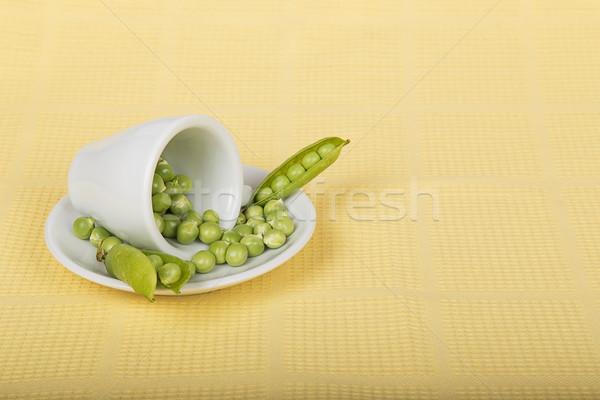 Taze yeşil bezelye beyaz fincan sarı Stok fotoğraf © GeniusKp