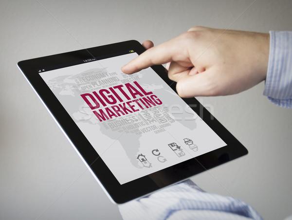 Digital comercialización tableta nuevos manos Foto stock © georgejmclittle