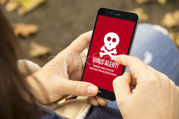 Mulher vírus alertar telefone parque segurança Foto stock © georgejmclittle