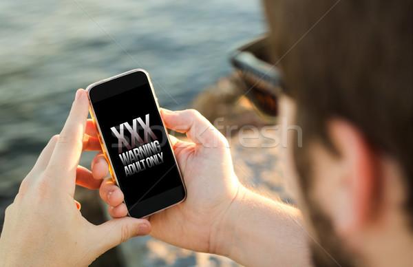 Homem telefone móvel costa adulto conteúdo Foto stock © georgejmclittle
