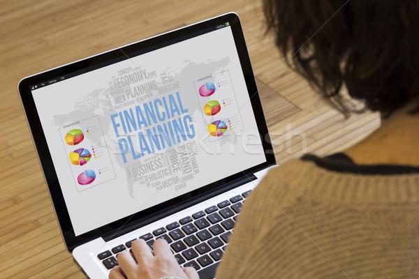Nő számítógéppel pénzügyi tervezés üzleti stratégia laptop képernyő grafika Stock fotó © georgejmclittle
