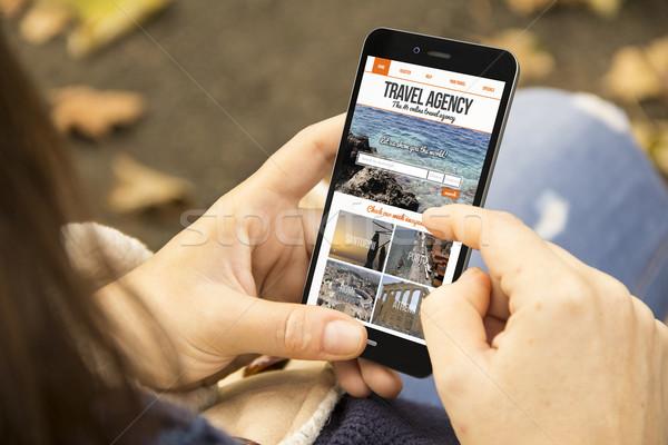 Nő utazási iroda weboldal képernyő telefon park Stock fotó © georgejmclittle