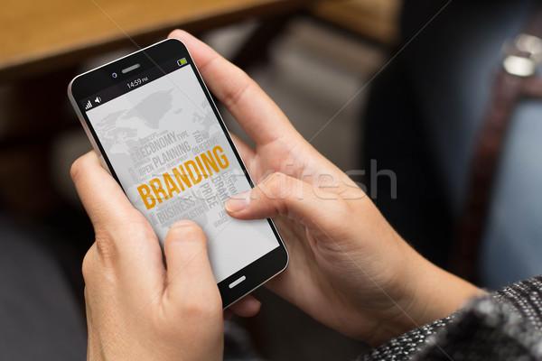 Ulicy dziewczyna online branding obrotu komórkowych Zdjęcia stock © georgejmclittle
