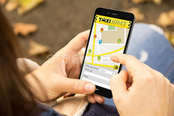 женщину такси применение телефон парка Сток-фото © georgejmclittle