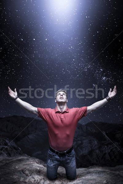 Stock fotó: Istentisztelet · hegy · fiatalember · fény · égbolt · kő