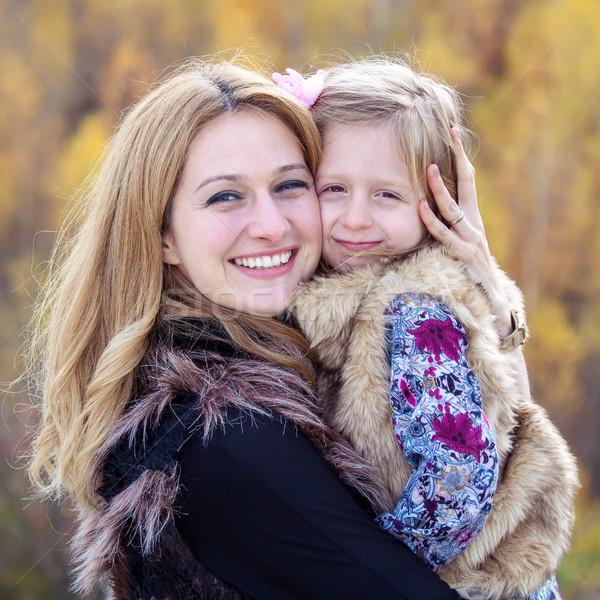 Mãe filha feliz humor outono mulher Foto stock © georgemuresan