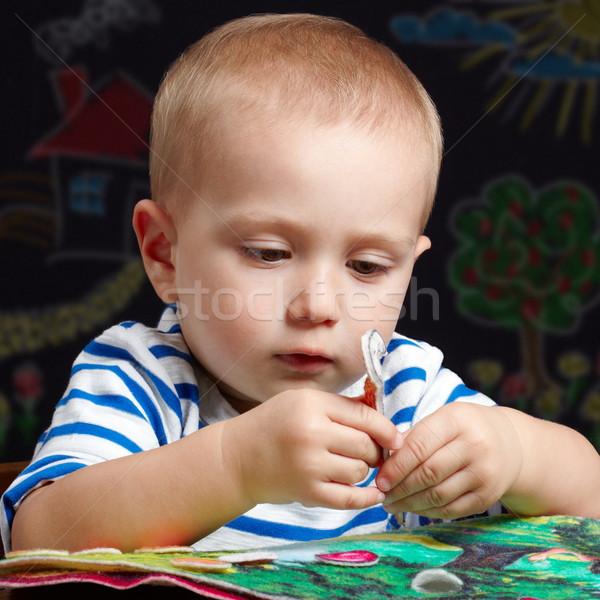 Scharfeinstellung spielen Kleinkind Junge farbenreich Buch Stock foto © georgemuresan