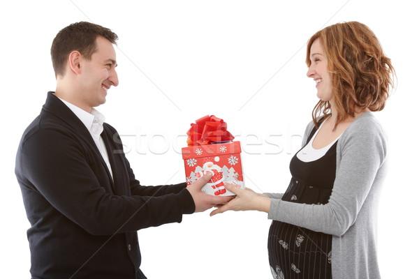 Amor ofrecimiento presente embarazadas esposa hombre Foto stock © georgemuresan