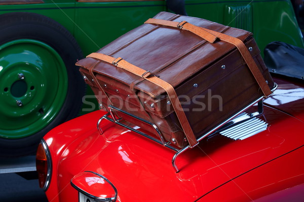 Stary samochód czerwony samochodu walizkę powrót strona Zdjęcia stock © georgemuresan