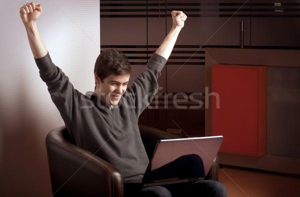 Radości laptop młody człowiek ręce zwycięstwo działalności Zdjęcia stock © georgemuresan