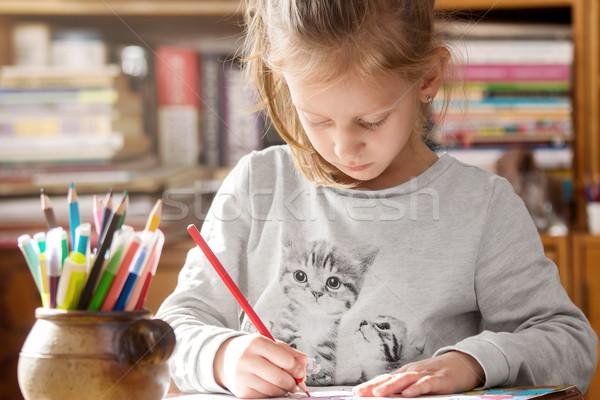 Nina libro para colorear papel creativa tiempo casa Foto stock © georgemuresan