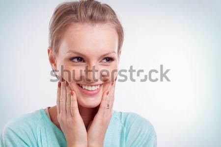 Szczęśliwy moment młoda kobieta uśmiechnięty strona Zdjęcia stock © georgemuresan