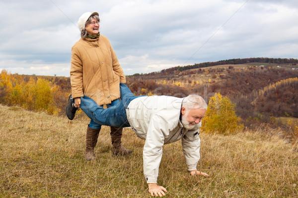 Maturité couple jouer âgées brouette Photo stock © georgemuresan