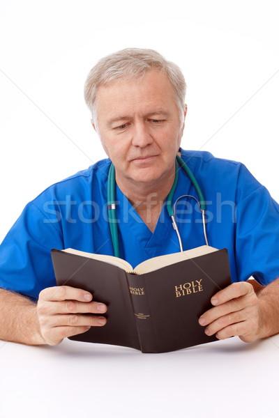 Spirituális törik sebész férfi olvas Biblia Stock fotó © georgemuresan
