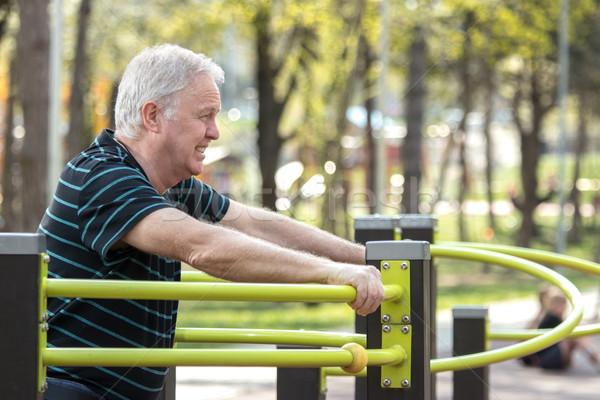 Velho cansado fitness parque Foto stock © georgemuresan