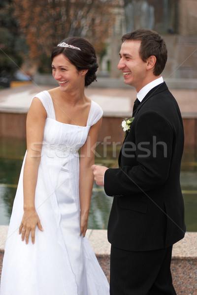 Foto stock: Feliz · recém-casado · jovem · noiva · noivo · sorridente