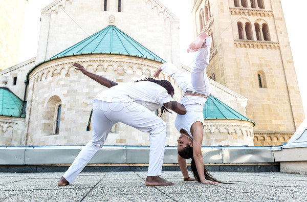Jeunes paire capoeira association spectaculaire sport Photo stock © Geribody