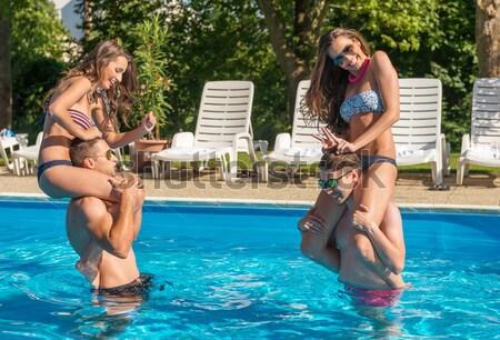 Stok fotoğraf: Dört · arkadaşlar · yüzme · havuzu · su · aile