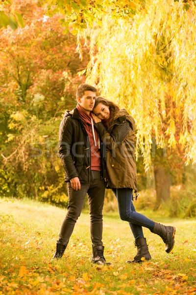 Stock fotó: Szeretet · ősz · park · égbolt · lány · felhők