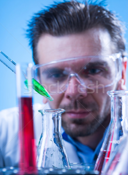 Laboratorium uitrusting man lab medische wetenschap Stockfoto © Geribody